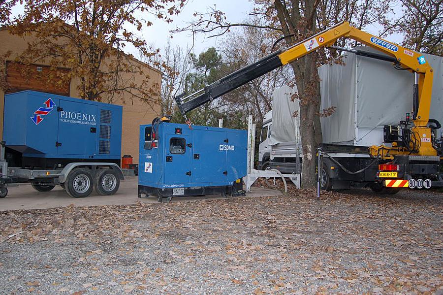 Groupes électrogènes et camion grue de transport